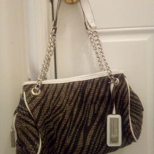 Sofia Vergara tiger striped w/white purse